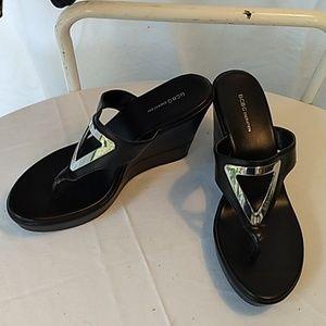 BCBG BG-QUIZ platform sandal
